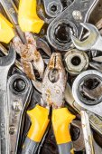 Set of manual tools including wrenches and pliers — Stockfoto