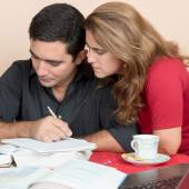 Hisoire homme et femme, étudiant à la maison — Photo