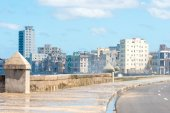 The famous malecon seawall in Havana — Stock Photo