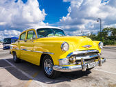 Colorful yellow vintage car in Havana — Foto Stock