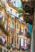 Shabby buildings in Old Havana — Stockfoto