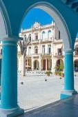 Colonial architecture at Plaza Vieja in Havana — Stock Photo