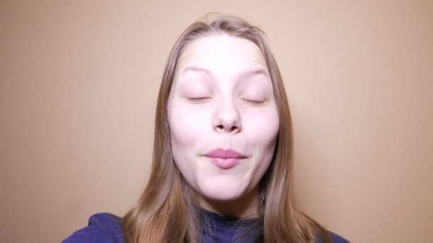 Прекрасная блондинка видео фото 522-278