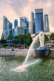 The Merlion  fountain and Marina Bay Sands, Singapore. — Fotografia Stock