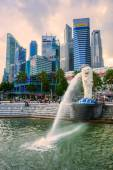 De merlion fontein en marina bay sands, singapore. — Stockfoto