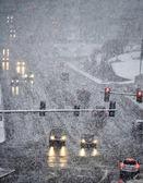 Dirigindo em uma tempestade de neve severa — Foto Stock