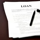 Loan Document Agreement on Desk with Pen — Stockfoto