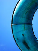 Vattenrutschbana park med kid glida ner — Stockfoto