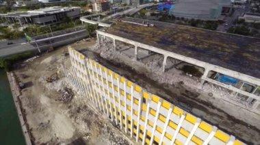 Wide aerial shot Miami Herald building demolition — Stockvideo