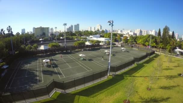 Aerial video tennis court — Vídeo de stock
