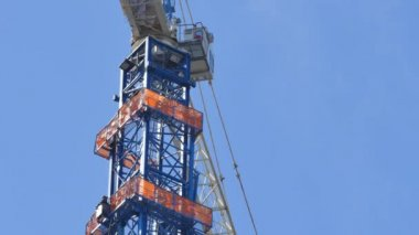 Construction crane shaft on a blue sky — Stock Video
