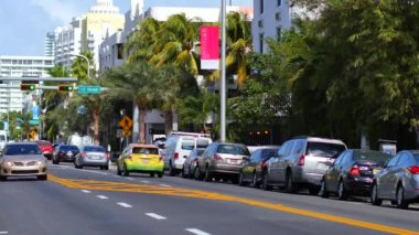 Light traffic on the newly paved Collins Avenue — Stockvideo