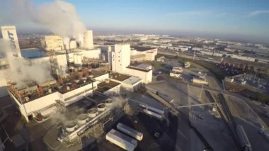 Aerial video of the Budweiser Beer Factory — Stock Video