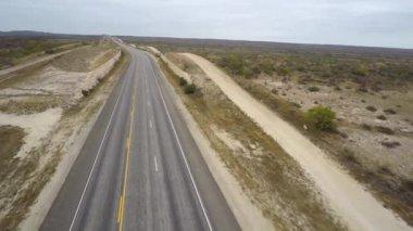 Desolate highway in Texas — Stock Video