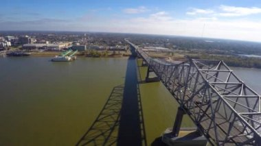Louisiana and bridge over the Mississippi River — Stock Video