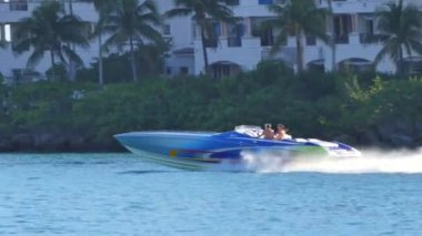 Boaters cruising through Government Cut Miami Beach — ストックビデオ