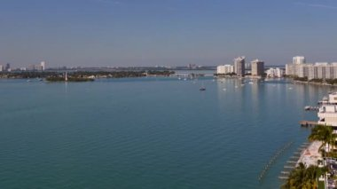 Aerial view of Miami Beach and the Intracoastal Waterway — Stock Video
