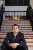 Businessman sitting on stairs — Stockfoto