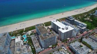 Aerial Miami Beach oceanfront condos — Stock Video