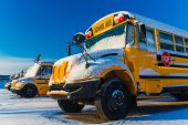 Winter School Bus — Stock Photo