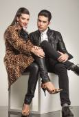 Young fashion couple sitting — Foto Stock