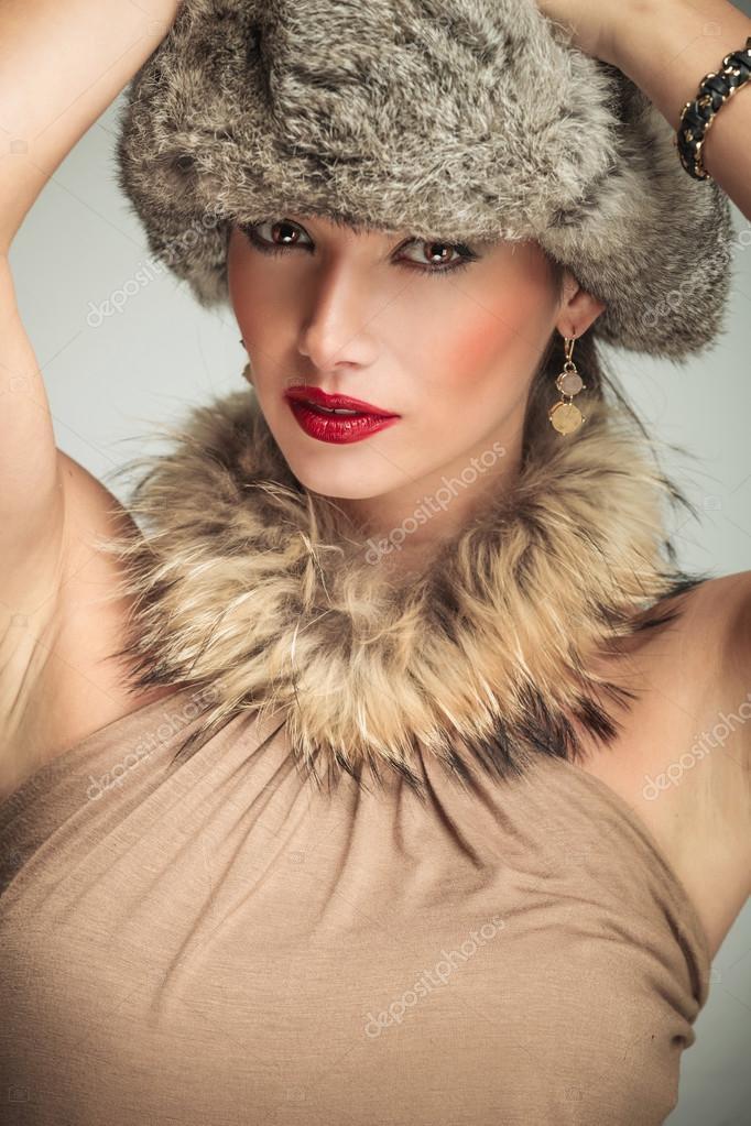 Woman in Hat and Fur Collar - Wikipedia