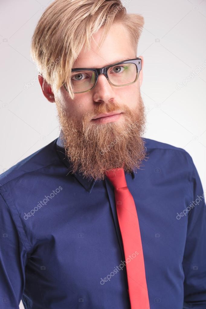 blonden bart mann tr gt ein blaues hemd und eine rote krawatte stockfoto feedough 62662039. Black Bedroom Furniture Sets. Home Design Ideas