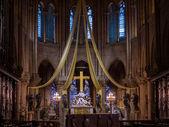Gothic interior of the Notre Dame de Paris Cathedral  in Paris — Stock Photo