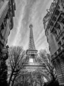 View of the Eiffel tower in Paris. — Stock Photo
