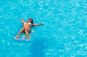 Relaxing in a swimming pool — Stock Photo
