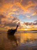 Tropical sunset on the beach. Ao-Nang. Krabi — Stock Photo