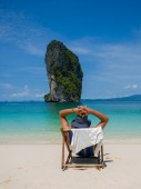 Man relaxing on the beach  — Stock Photo