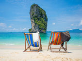 Chair on the beautiful beach — 图库照片