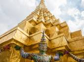 Grand Palace and Temple of Emerald Buddha complex in Bangkok — Stock Photo