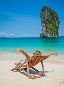 Woman relaxing on the beach in Thailand — Stock Photo