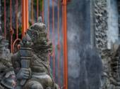 Gardian statue at the Bali temple entrance — Stock Photo