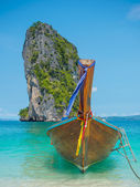 Clear water and blue sky. Krabi province, Thailand. — Stock Photo