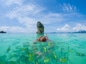 Woman swimming with snorkel, Andaman Sea — Stock Photo