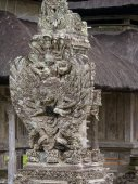 Ancient Balinese statue at the temple in Bali — Stock Photo