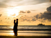 Wedding couple silhouette at sunset — Stock Photo