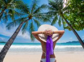 Woman on a tropical beach at Maldives — Stock Photo