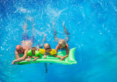 Family Outside Relaxing In Swimming Pool — Stock Photo