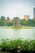 Turtle tower in Hoan Kiem lake — Stock Photo