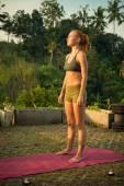 Giovane donna in meditazione — Foto Stock