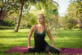 Woman doing yoga in garden — Stock Photo
