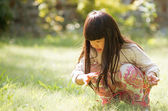 The girl sitting on the grass — Stock Photo
