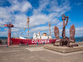 Columbia Lightship, Modern Navigational Buoy, and Huge Anchor in — Stock Photo