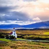 Krajina s církví — Stock fotografie