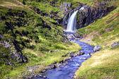 Flusso e cascata — Foto Stock
