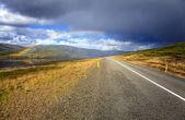 Arcobaleno sopra la strada — Foto Stock
